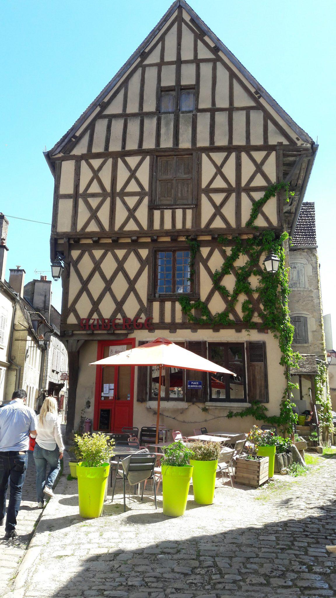 noyers-sur-serein restaurant